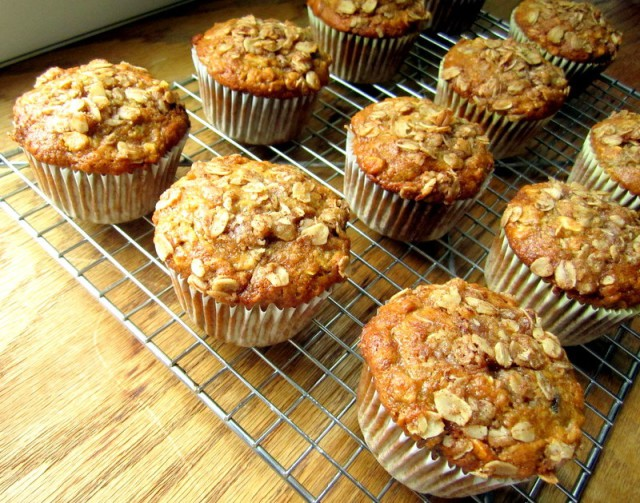 oatmeal raisin banana muffins1