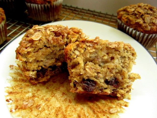 oatmeal raisin banana muffins5
