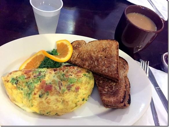 omelet with toast