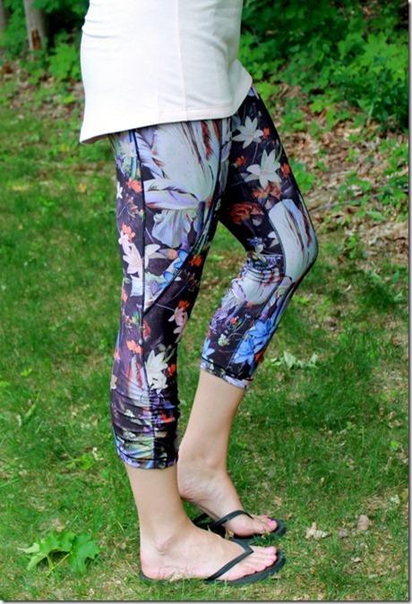 CALIA Women's Essential Printed Tight Fit Capris