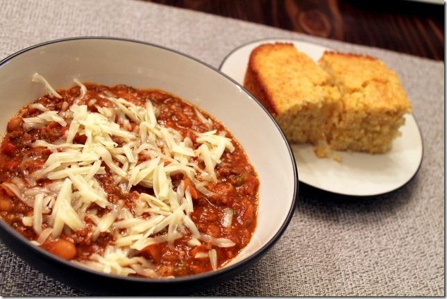 chili with cornbread