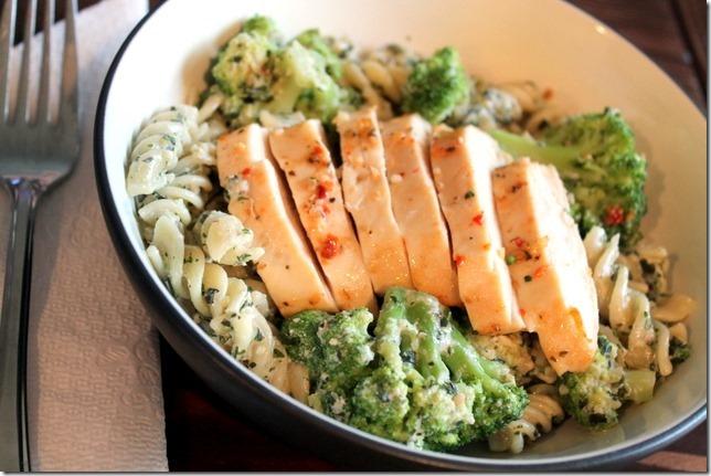 chicken and broccoli pesto pasta